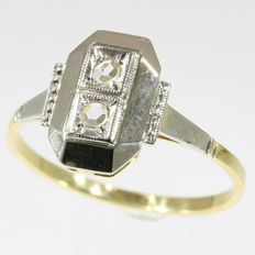 Art Deco engagement ring with diamonds, anno 1930