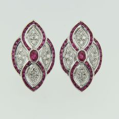 14 kt white gold ear studs in Art Deco style with 110 rubies 2.40 ct and 36 single cut diamonds 0.50 ct, size 2.4 x 1.5 cm