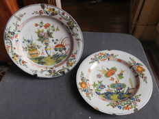 Pair of plates Faenza Italy floral decoration China said with Farogano