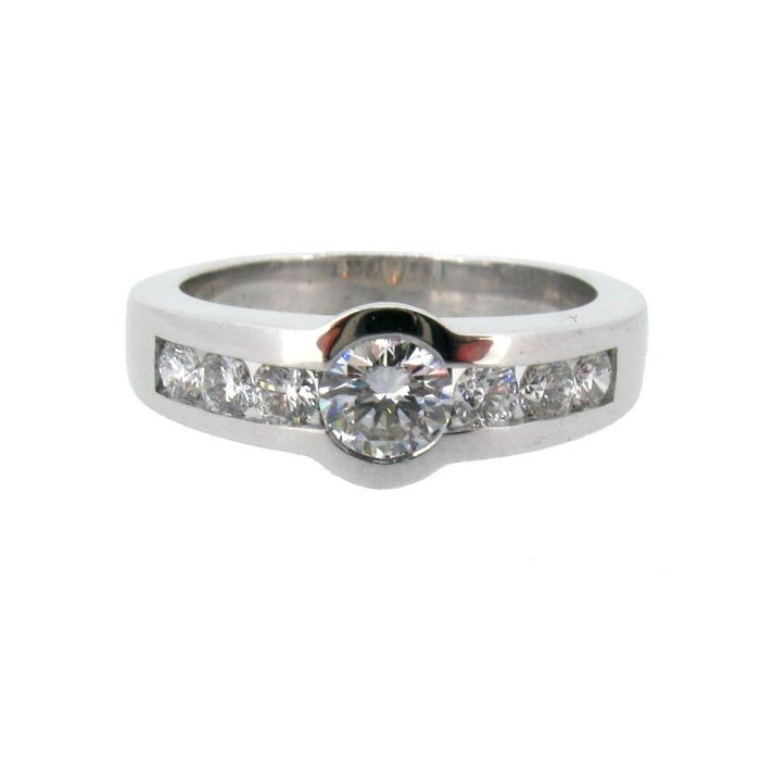 Cocktail ring in 18 kt white gold with diamonds 0.74 ct H colour