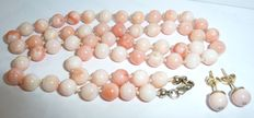 14 K / 585 coral necklace made of angel skin corals, Pelle d'Angelo with matching sphere-shaped earrings