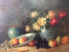 K. Hartman ( 20e eeuw) - Stilleven, rozen in vaas, fruit