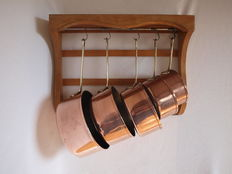 Copper cookware set 5 pieces with beech wood cookware rack, second half last century, France