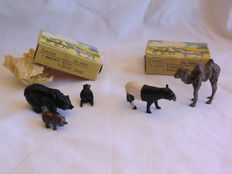 Britains Zoological Series - Lot with Brown Bear & two Bear Cubs No.9005 and 1 Malay Tapir & 1 Baby Camel No.9006 - 1948