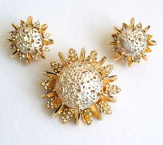 STUNNING Vintage SCHIAPARELLI Gold Tone Faux Pearl Clear Rhinestone Earrings and Brooch Jewelry Set