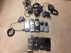 Lot of 9 vintage mobile phones - Nokia, Samsung - with chargers