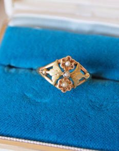 Victorian gold ring with natural seed pearls