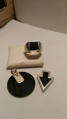 Two pendants and one men's ring, 925% silver and one black onyx