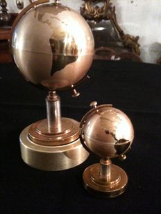 Two Globes, a lighter and a cigarette case with music box 1970