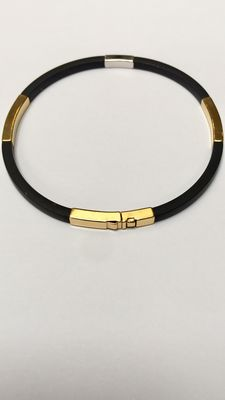 Gold bracelet 18 kt with rubber. No reserve.
