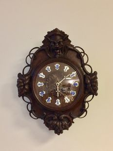Authentic hunting clock - black Forest with devil's head and more wood carvings - period 1880 - 1890