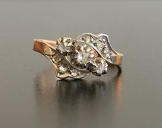 Ring from the late 19th century, in 18 kt pink gold and platihum, decorated with diamond roses.