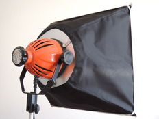 Professional movie light, RC80F from Cosmolight 500/800W with softbox 50x50 and 1 new 800W/3200k bulb