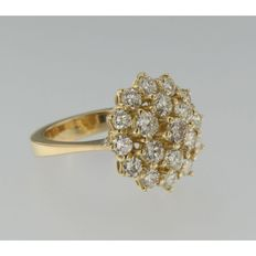 Yellow gold 18 kt entourage ring set with brilliant cut diamonds