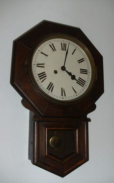 Old English pub clock - Junghans 8-day movement - Early 20th century