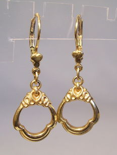 Victorian gold earrings made around 1860 to 1880