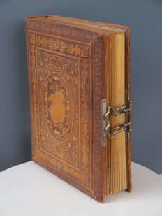 Leather photo album with floral decorations - ca. 1900