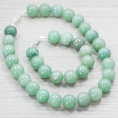 Green jade necklace and bracelet with silver clasp