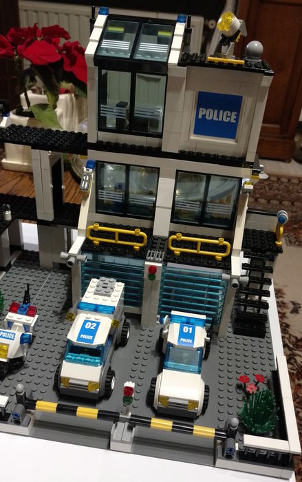City - 7744 - Police Headquarters
