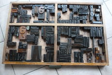 Approx. 170 Original block letters in an original type case tray
