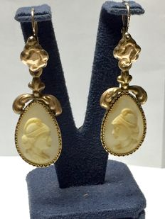 Gold earrings with cameos, Sicily 19th century