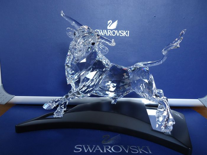 Swarovski - The Bull Showpiece.