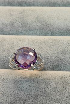 18 kt white gold ring, with amethyst and diamonds - Made in Italy