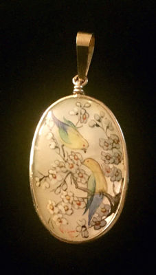 18K Gold & Mother Of Pearl Pendant Hand Painted