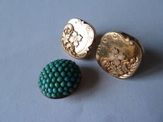 Three collar buttons one of which is in 18 kt gold and set with turquoises.