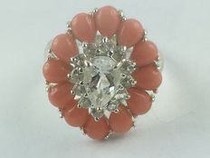 A rhodinated 925 silver ring with 12 real orange jade pieces of 4.80 ct and 13 real white topaz stones of 1.69 ct