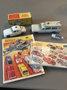 Dinky Toys - Scale 1/43 - Lot with Jaguar Motorway Police Car No.269, Superior Criterion Ambulance No.263 and 2 Catalogi from 1967/68