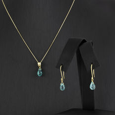 Set of yellow gold chain with pendant and dangle earrings, with topaz gemstones setting.