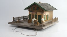 Spoor G - Pola – Lighted guest house with barn and wood storage, including figures with dog