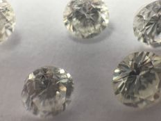 A lot of 5 diamonds in brilliant cut with a total of 0.67 ct