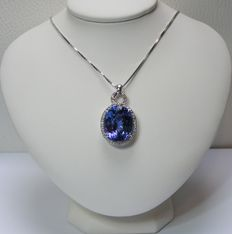 Gold necklace and pendant with diamonds and natural IF tanzanite of 12.24 ct – GIA certificate – No reserve price