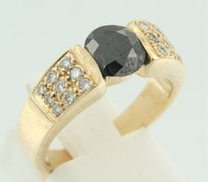 14 kt yellow gold ring set with a central black brilliant cut diamond and 18 white brilliant cut diamonds