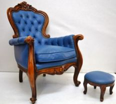 Chesterfield Chair with Ottoman in walnut and leather from the 20th century