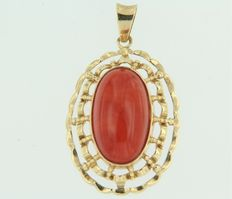 14 kt yellow gold pendant set with coral, pendant size 4.0 x 2.2 cm