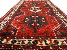 "Shiraz – 144 x 86 cm – ""Persian carpet – 100% wool – In splendid condition"". – Please note! No reserve: bidding starts at €1.-"