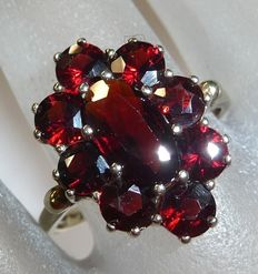 8 kt / 333 gold garnet ring with Bohemian garnet marquise shape with large garnets.