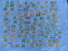 World - 5 x 100 banknotes + 2 optima classic binders + 2 storages for banknotes