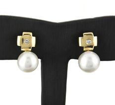Yellow gold cross earrings with brilliant cut diamonds and South Sea (Australian) pearls.