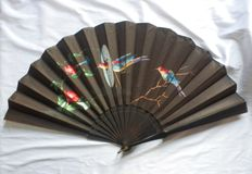 Big size two faced pericón Spanish folding fan - Wooden and hand painted silk, Spain, circa 1900