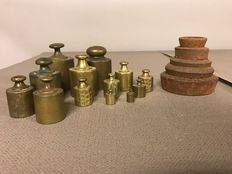 Lot of 18 pieces Dutch and English brass and iron weights - first half of 20th century.