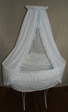 Cradle - wrought iron upholstered with lace - Netherlands