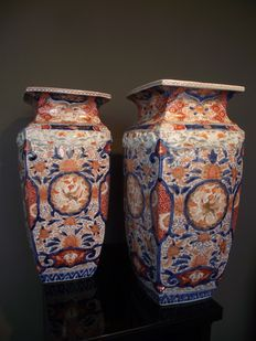 Pair of large vases in Imari style - Japan - 2nd half of the 20th century