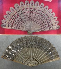 Pair of hand fans - Spain - 19th century