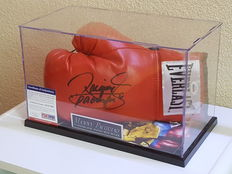Manny (Pacman) Pacquiao - world champion in 8 different (!) classes - boxing glove original signed in a display case + PSA/DNA COA