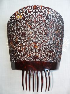 A very very big size faux tortoise celluloid hair comb - Peineta, Spain, early 20th century -