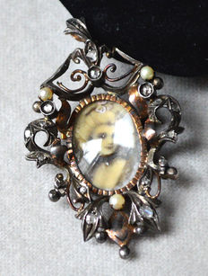 Pendant/brooch with miniature painting, diamonds and pearls
